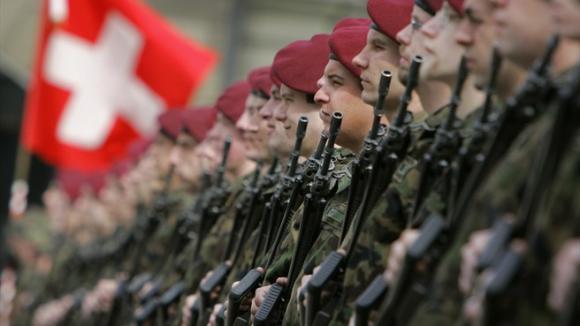 Les Suisses voteront le 29 novembre pour interdire l'exportation d'armes produites sur le territoire de la Confédération.