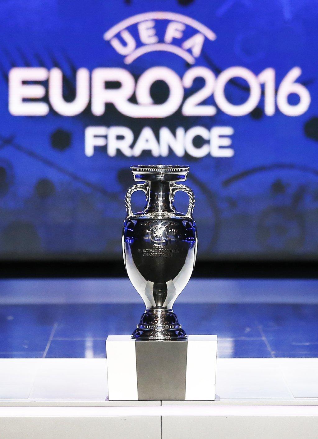 Euro 2016 tirage au sort des groupes en live de paris - Tirage au sort coupe de france streaming ...